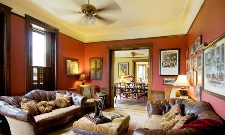 Parlor-Room_welcome_inn_manor_t750x550